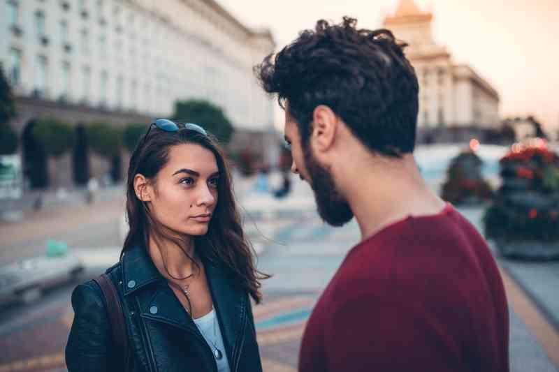 Ting at spørge en fyr, mens de daterer