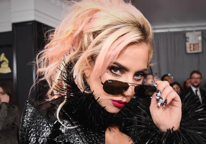 kto je datovania Lady Gaga 2013