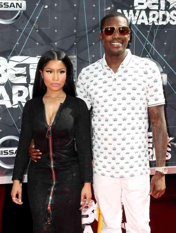 je Drake datovania Rihanna alebo Nicki Minaj