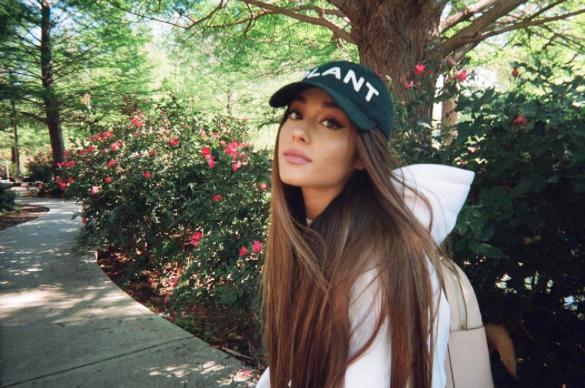 tom datovania Ariana Celebrity datovania Zobraziť 2016