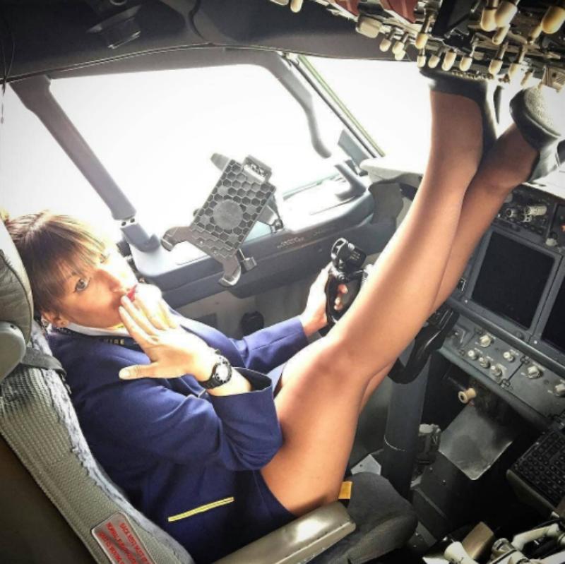 Самолет с проститутками индивидуалки тюмень кузнечики