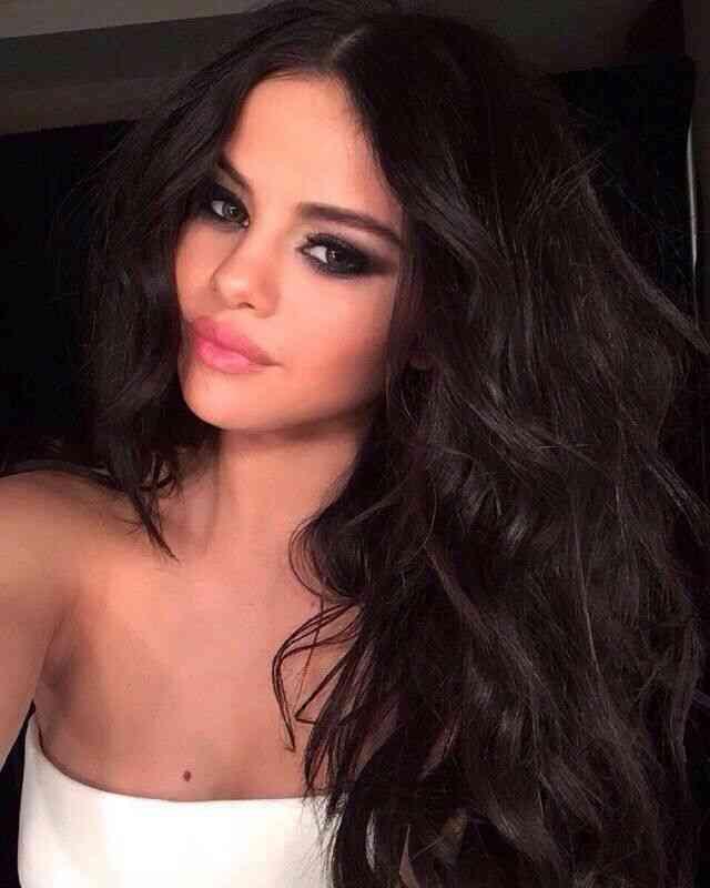 som var Selena Gomez dating i 2010 Når dating skanning for graviditet