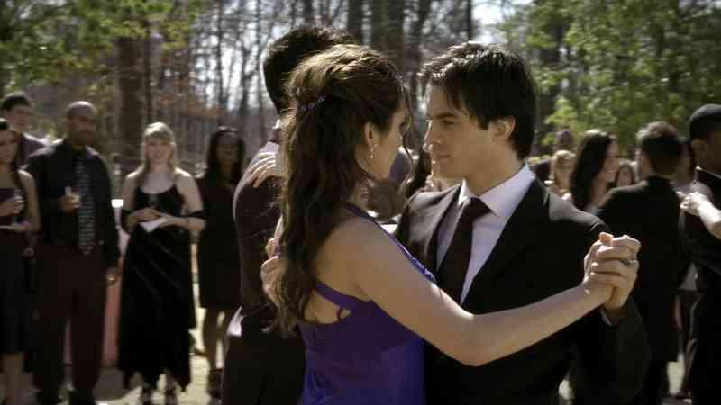 som er Damon fra vampyr dagbøker dating Gratis datingside evow