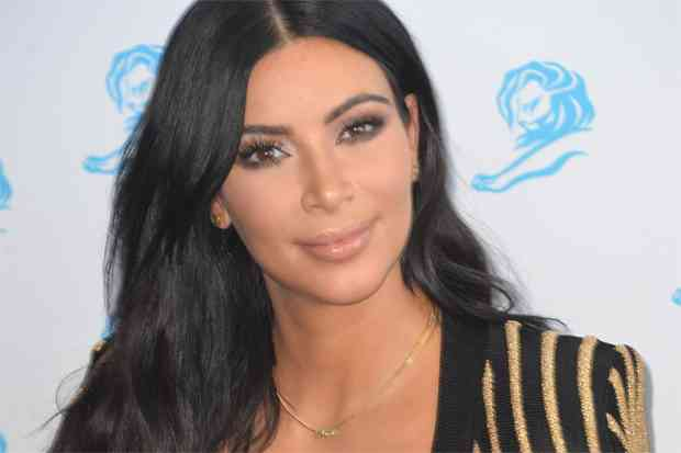 Secretele Kim Kardashian privind pierderea în greutate - Pierde 70 de kilograme ca un profesionist