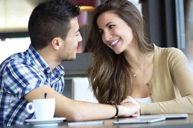 poliamorous randevú
