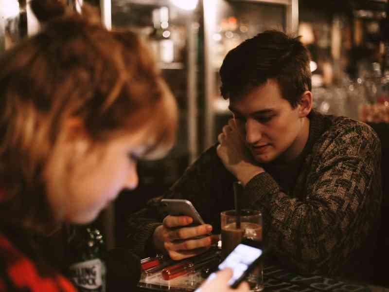 Izlazak sramežljiv introvertni tip