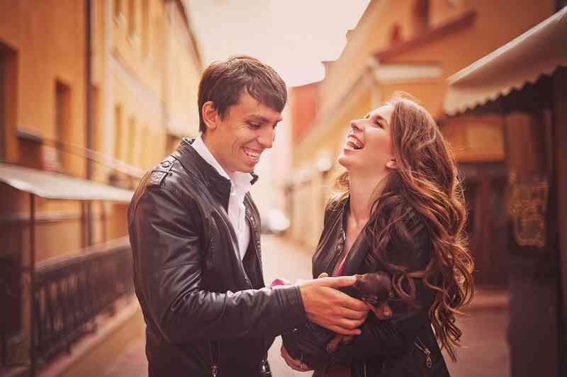 Online datování polibek první rande