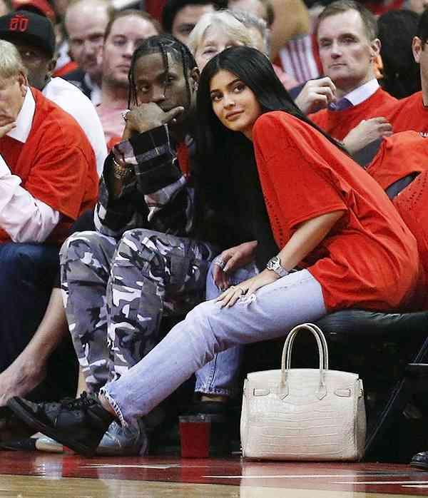 Kylie godna tryskać