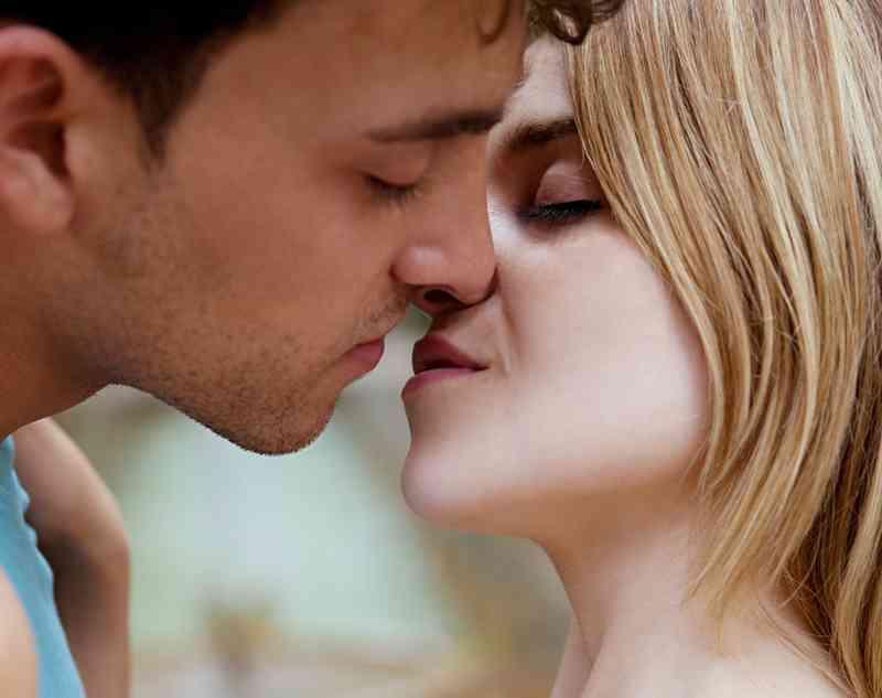 Poljubac na mjestu upoznavanja