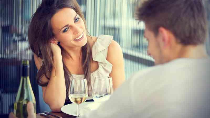 jak kolejność urodzenia wpływa na randki